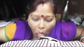 Bhopal Indian aunty porn movie recorded and oozed
