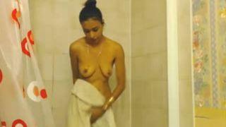 Beautiful College Girl Recording her Bath Movie