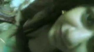 Indian bhabhi Shreya nicely engulfing dick of her devar MMS episode